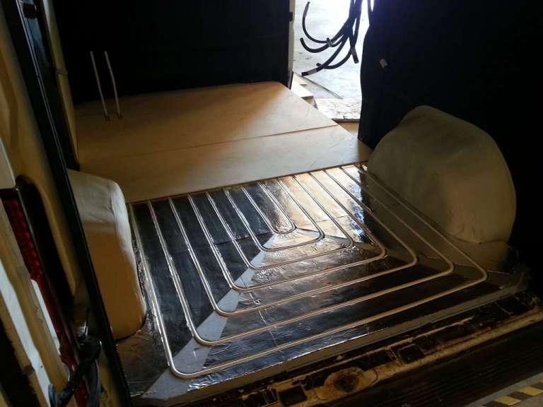 El suelo radiante instalado en la furgoneta
